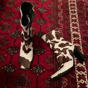 Cowhide boots, square toe, to die for 😻